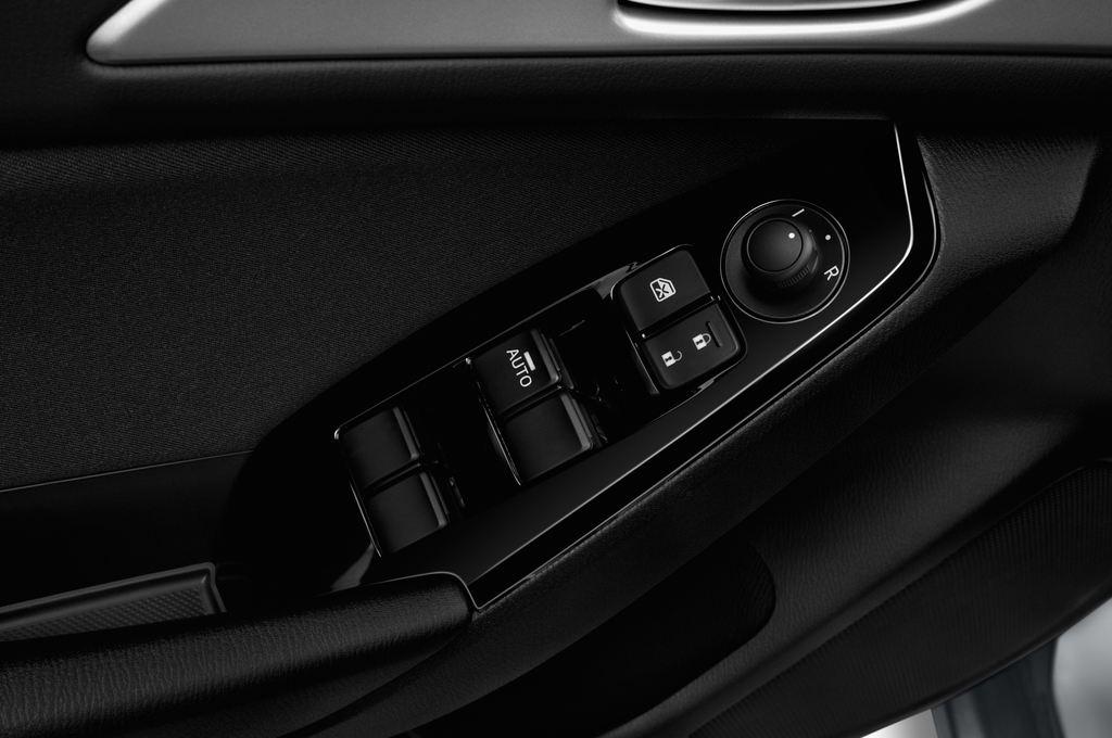 Mazda 3 Center-Line Kompaktklasse (2013 - heute) 4 Türen Bedienungselemente Tür