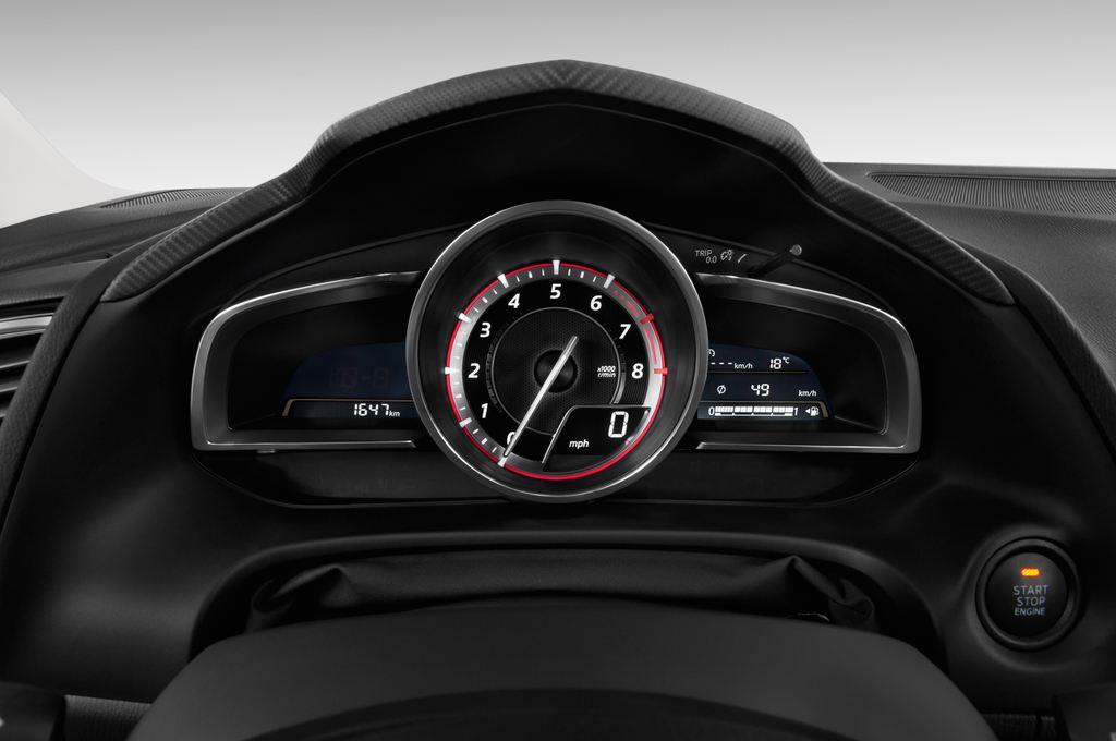 Mazda 3 Sports-Line Kompaktklasse (2013 - heute) 4 Türen Tacho und Fahrerinstrumente