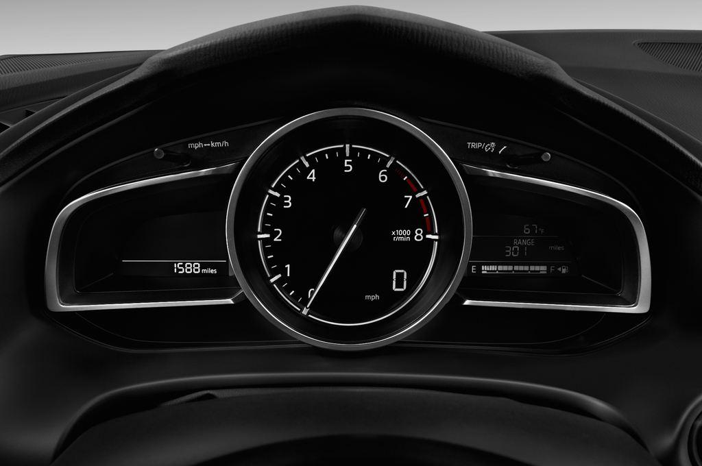 Mazda 3 Center-Line Kompaktklasse (2013 - heute) 4 Türen Tacho und Fahrerinstrumente
