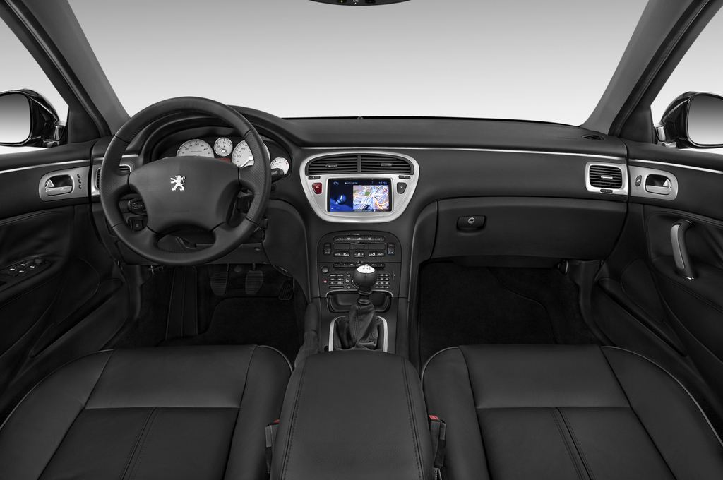 Peugeot 607 Platinum Limousine (2000 - 2010) 4 Türen Cockpit und Innenraum