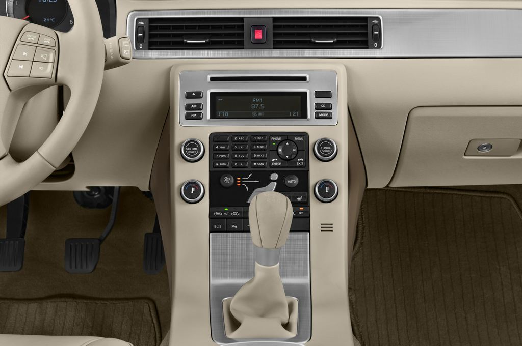 Volvo V70 Kinetic Kombi (2007 - 2016) 5 Türen Mittelkonsole