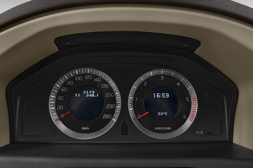 Volvo V70 Kinetic Kombi (2007 - 2016) 5 Türen Tacho und Fahrerinstrumente