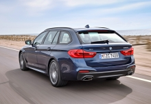 BMW 530i Touring Aut. (seit 2017) Heck + links