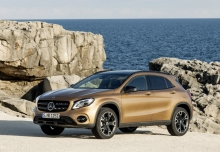 Mercedes-Benz GLA 220 4Matic 7G-DCT (seit 2017) Front + links