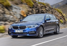 BMW 530i Touring Aut. (seit 2017) Front + links
