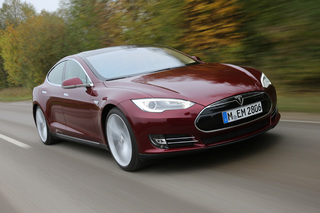 Elektroauto Tesla Model S - KBA gibt Entwarnung