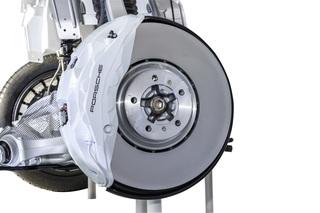 Neuartige Bremse für den Porsche Cayenne - Spiegelschicht bremst Ve...