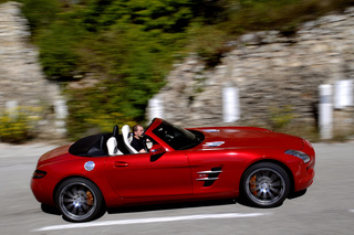 Mercedes SLS AMG Roadster - Ohne Flügelschlag abheben (Kurzfassung)