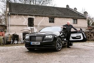 Rolls-Royce Black Badge - Emily im großen Schwarzen