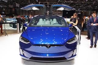 Tesla Model X - Ziemlich abgehoben