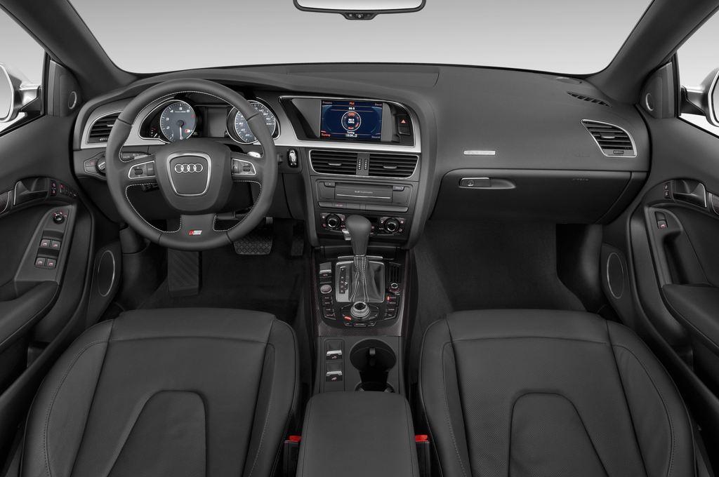 Audi S5 - Cabrio (2009 - 2016) 2 Türen Cockpit und Innenraum