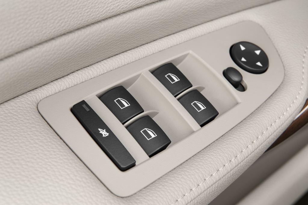 BMW 1er 130i Kompaktklasse (2004 - 2013) 5 Türen Bedienungselemente Tür