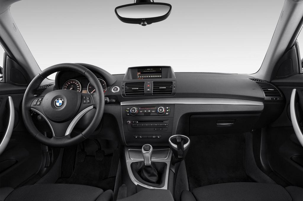 BMW 1er 123d Kompaktklasse (2004 - 2013) 3 Türen Cockpit und Innenraum