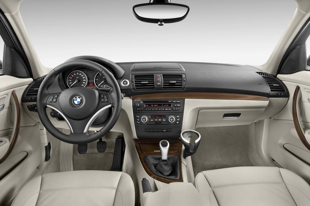 BMW 1er 130i Kompaktklasse (2004 - 2013) 5 Türen Cockpit und Innenraum