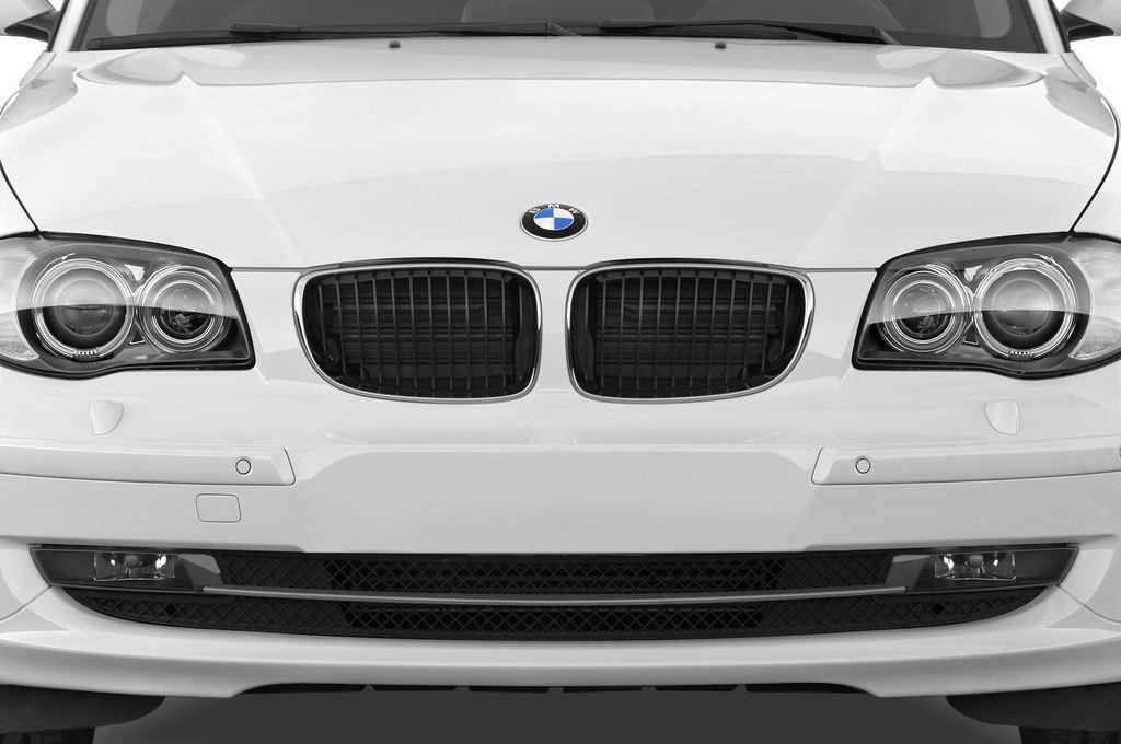 BMW 1er 123d Kompaktklasse (2004 - 2013) 3 Türen Kühlergrill und Scheinwerfer