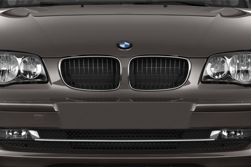 BMW 1er 130i Kompaktklasse (2004 - 2013) 5 Türen Kühlergrill und Scheinwerfer