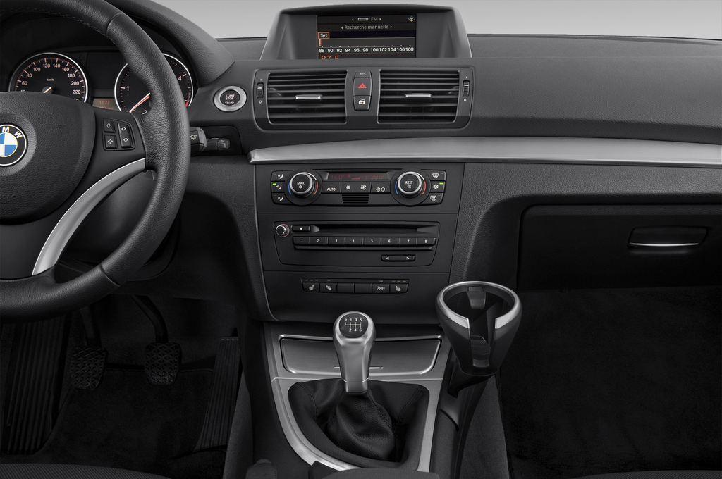 BMW 1er 123d Kompaktklasse (2004 - 2013) 3 Türen Mittelkonsole