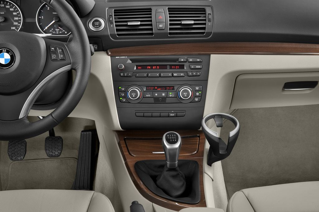 BMW 1er 130i Kompaktklasse (2004 - 2013) 5 Türen Mittelkonsole