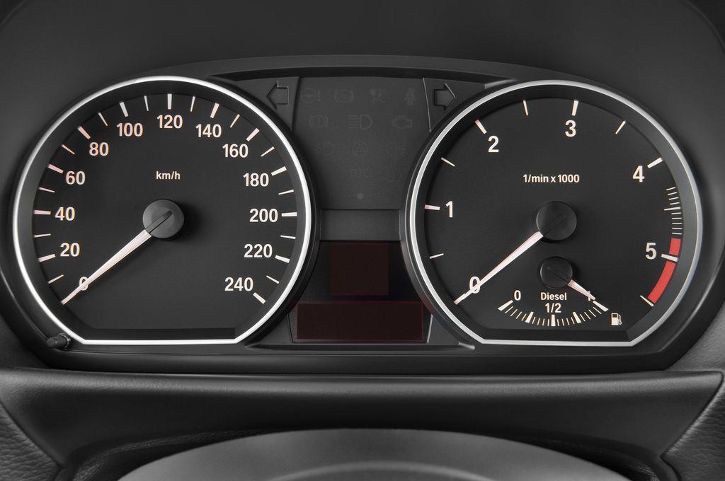 BMW 1er 130i Kompaktklasse (2004 - 2013) 5 Türen Tacho und Fahrerinstrumente