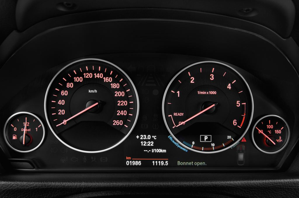 BMW 3er GT Luxury Line Limousine (2013 - heute) 5 Türen Tacho und Fahrerinstrumente