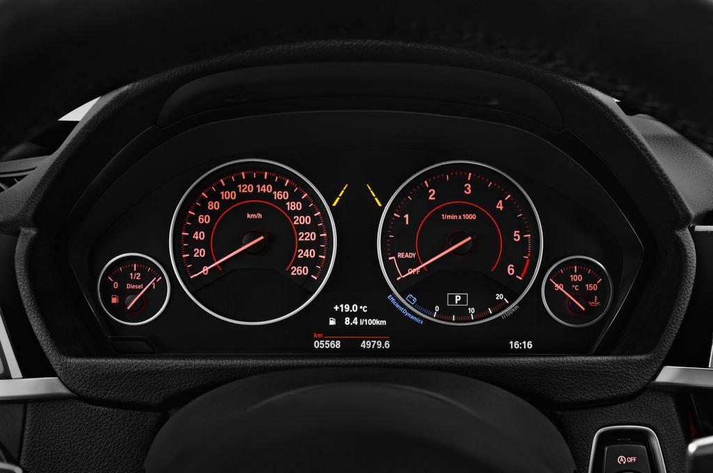 BMW 3er GT M Sport Limousine (2013 - heute) 5 Türen Tacho und Fahrerinstrumente