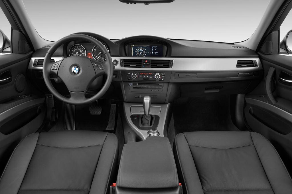 BMW 3er 325i Touring Kombi (2005 - 2013) 5 Türen Cockpit und Innenraum
