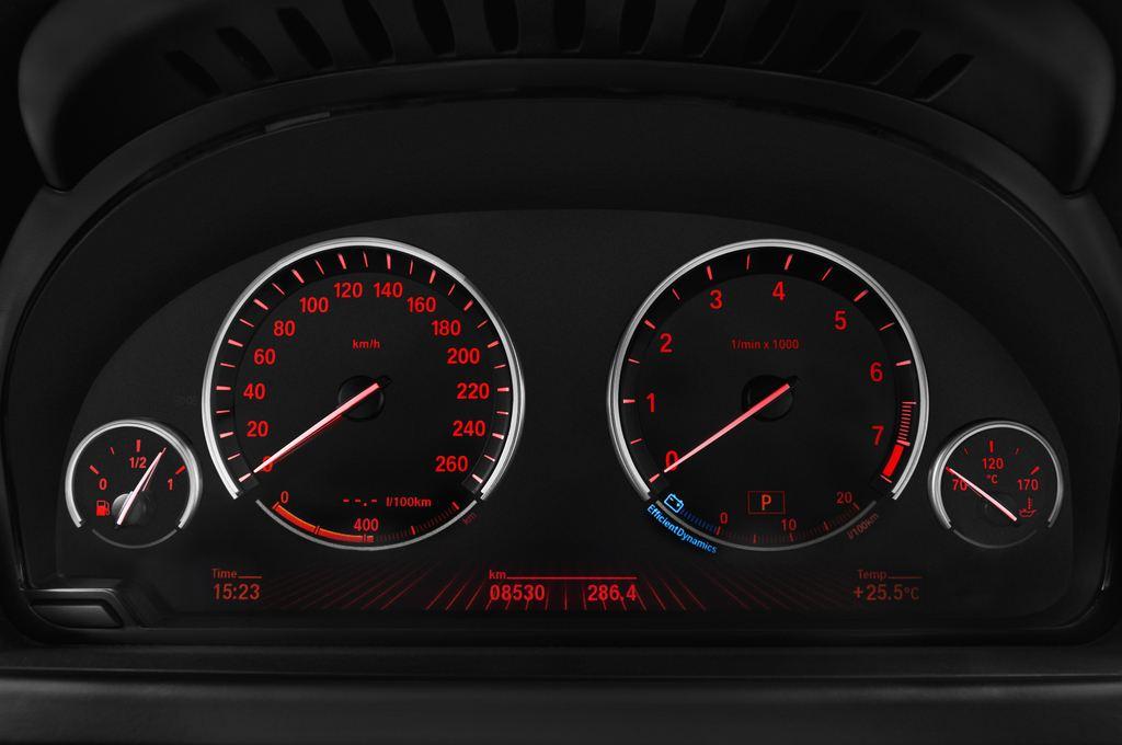 BMW 6er 640i Coupé (2011 - heute) 4 Türen Tacho und Fahrerinstrumente