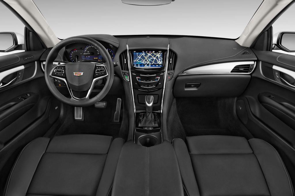 Cadillac ATS Premium Coupé (2014 - heute) 2 Türen Cockpit und Innenraum
