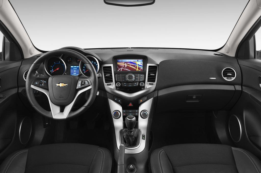 Chevrolet Cruze LTZ Kombi (2012 - 2016) 5 Türen Cockpit und Innenraum