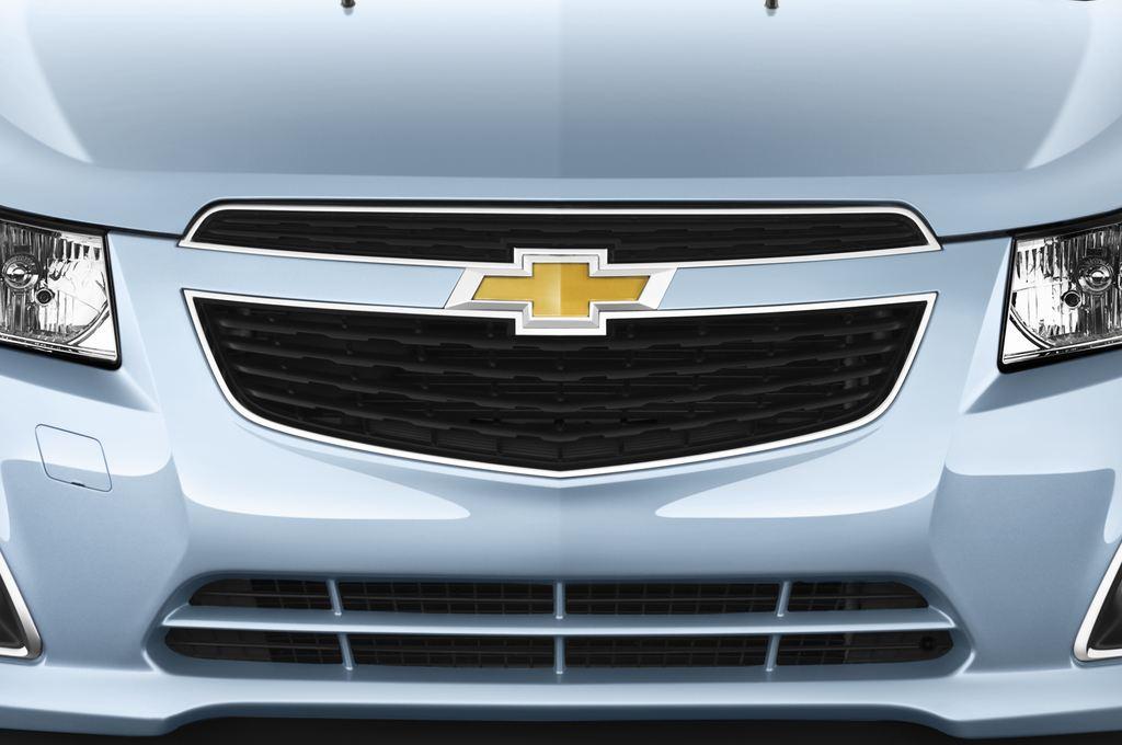 Chevrolet Cruze LTZ Kombi (2012 - 2016) 5 Türen Kühlergrill und Scheinwerfer