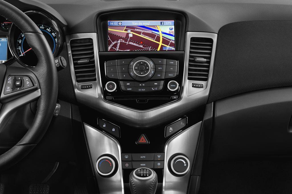 Chevrolet Cruze LTZ Kombi (2012 - 2016) 5 Türen Mittelkonsole