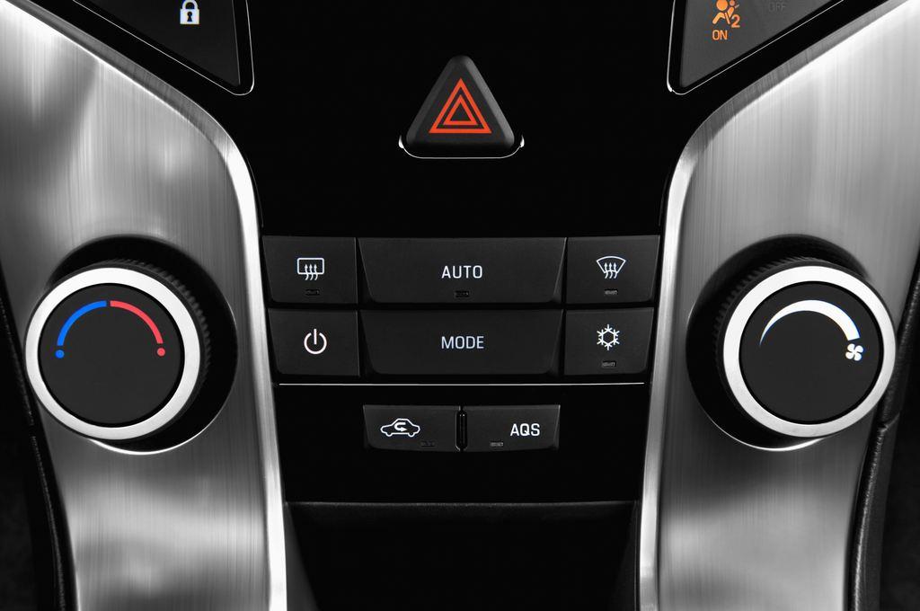 Chevrolet Cruze LTZ Kombi (2012 - 2016) 5 Türen Temperatur und Klimaanlage
