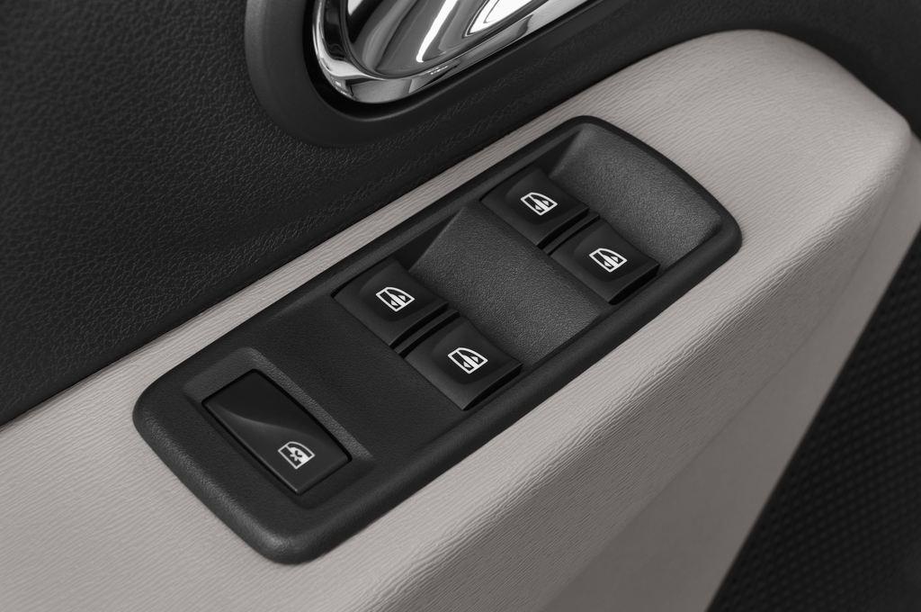 Dacia Lodgy Laur�ate Van (2012 - heute) 5 Türen Bedienungselemente Tür