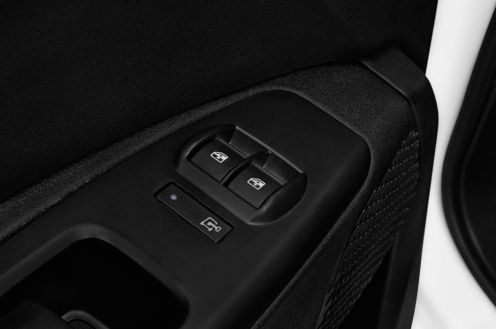 Fiat Doblo Basis Transporter (2010 - heute) 4 Türen Bedienungselemente Tür