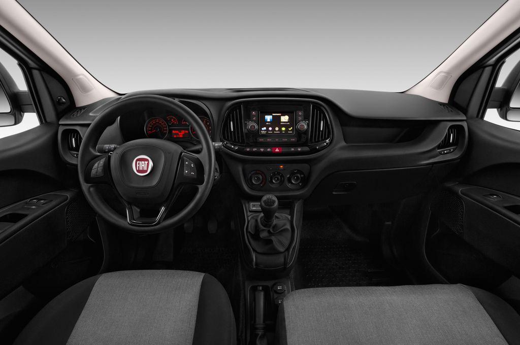 Fiat Doblo Basis Transporter (2010 - heute) 4 Türen Cockpit und Innenraum