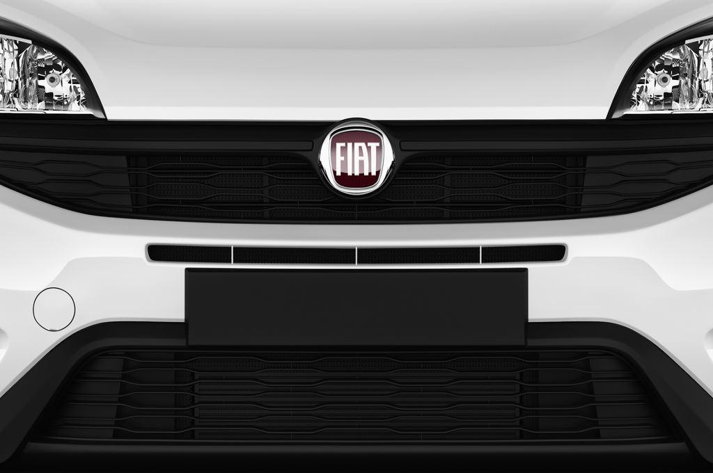 Fiat Doblo Basis Transporter (2010 - heute) 4 Türen Kühlergrill und Scheinwerfer