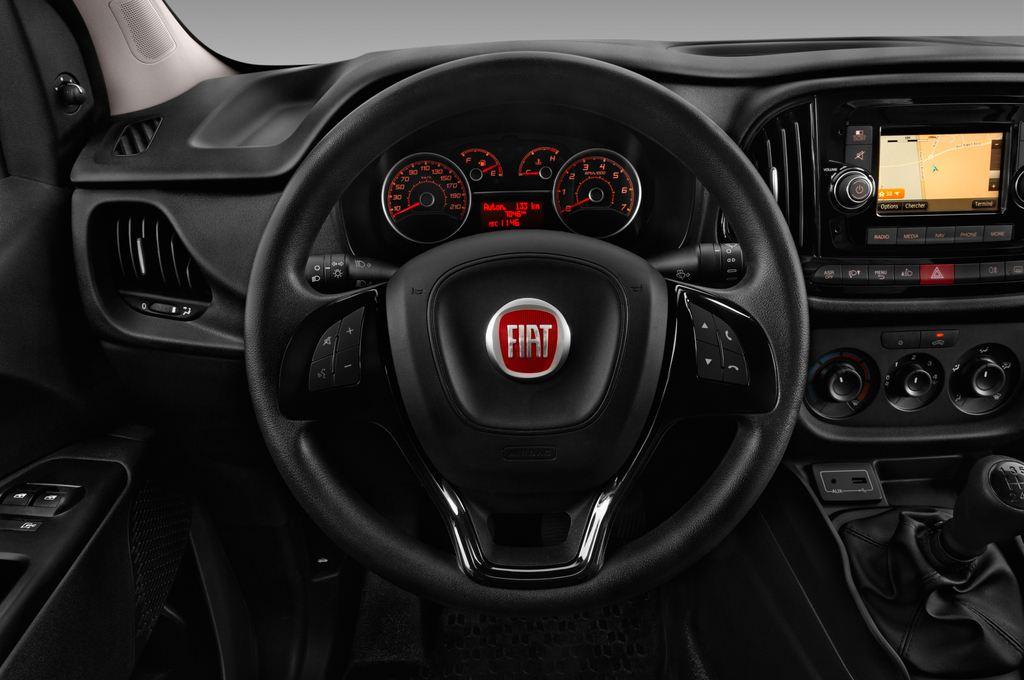 Fiat Doblo Basis Transporter (2010 - heute) 4 Türen Lenkrad