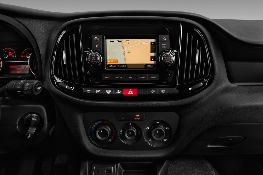 Fiat Doblo Basis Transporter (2010 - heute) 4 Türen Mittelkonsole
