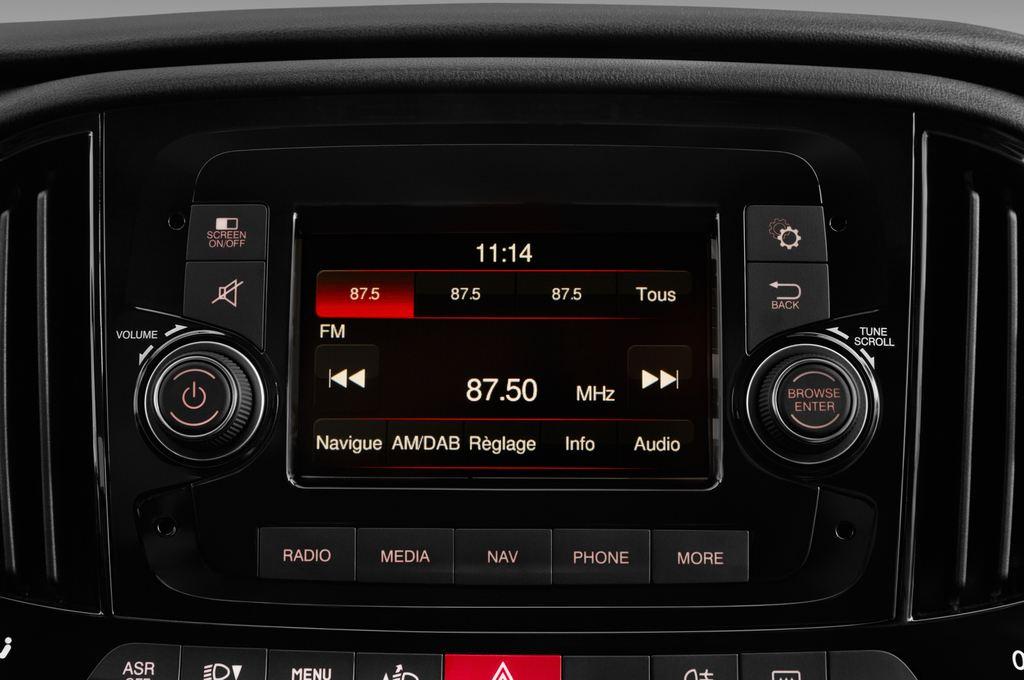 Fiat Doblo Basis Transporter (2010 - heute) 4 Türen Radio und Infotainmentsystem