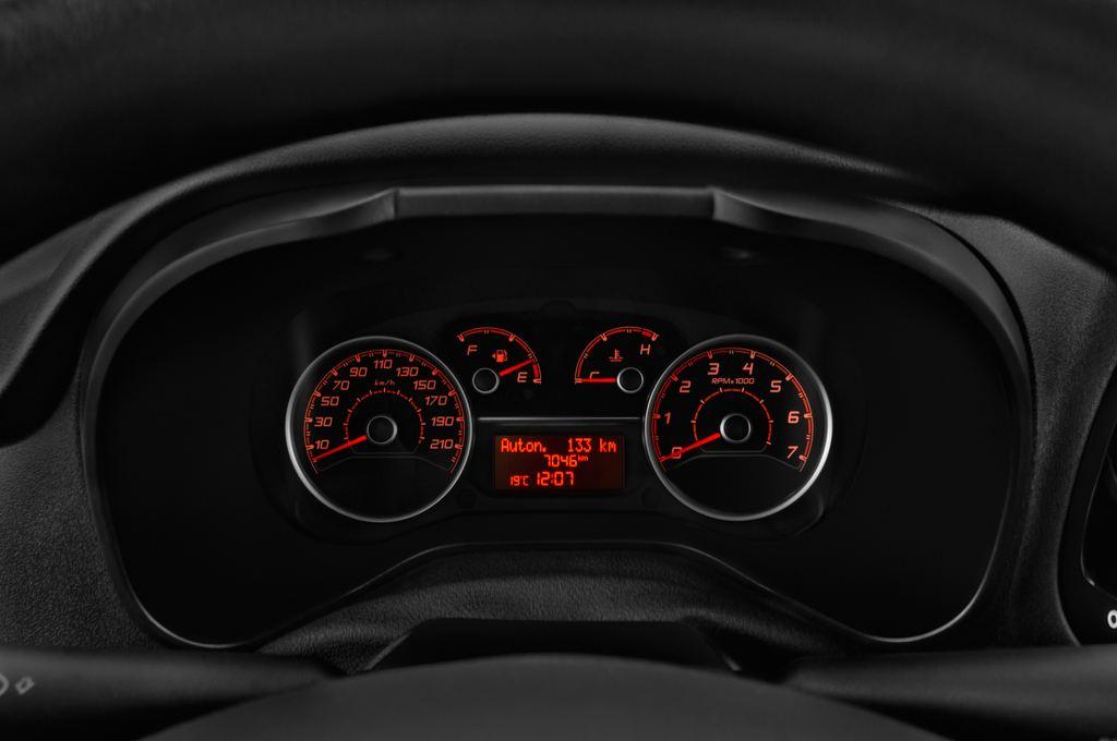 Fiat Doblo Basis Transporter (2010 - heute) 4 Türen Tacho und Fahrerinstrumente