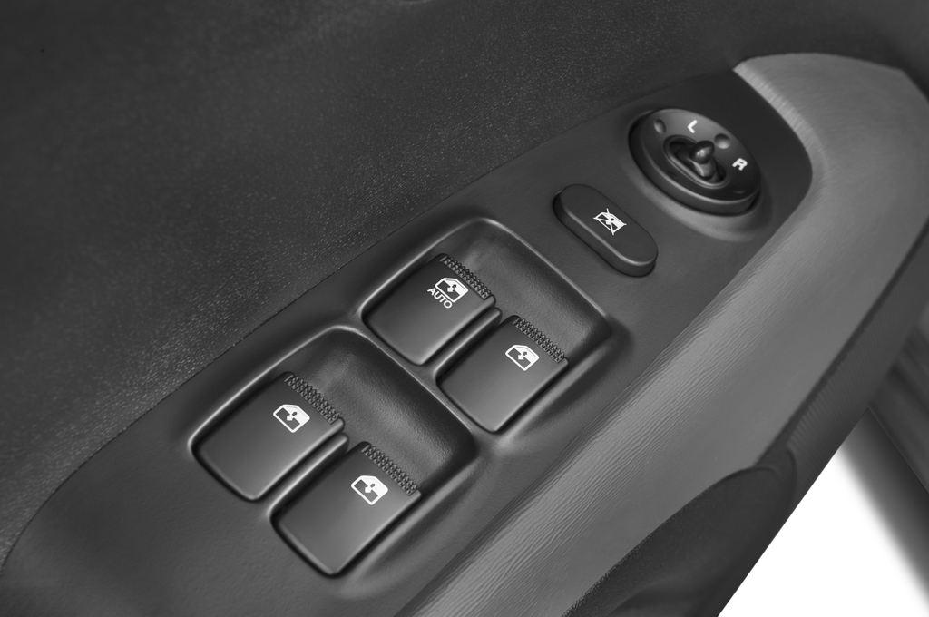 Hyundai i10 Style Kleinwagen (2008 - 2013) 5 Türen Bedienungselemente Tür