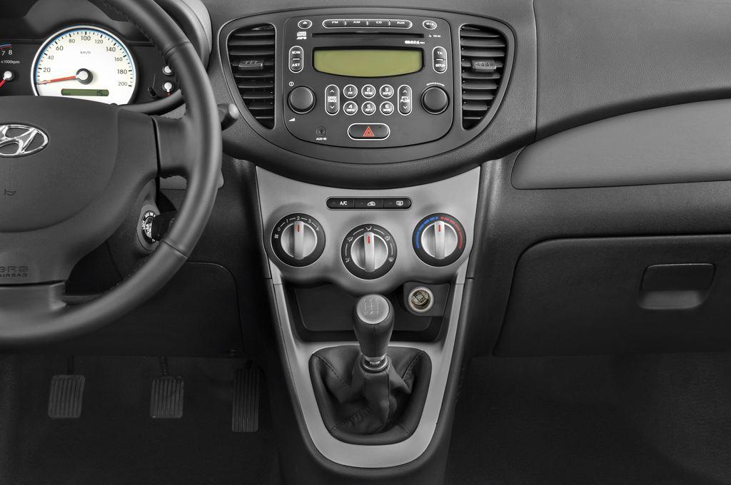 Hyundai i10 Style Kleinwagen (2008 - 2013) 5 Türen Mittelkonsole