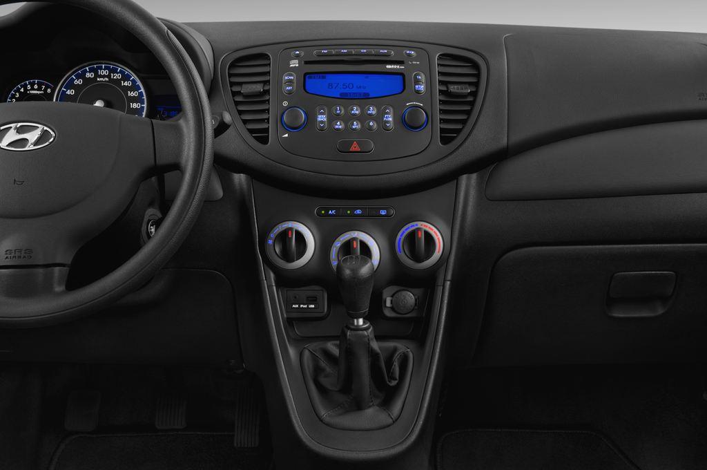 Hyundai i10 Classic Kleinwagen (2008 - 2013) 5 Türen Mittelkonsole