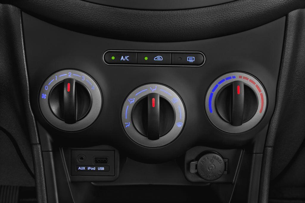 Hyundai i10 Classic Kleinwagen (2008 - 2013) 5 Türen Temperatur und Klimaanlage