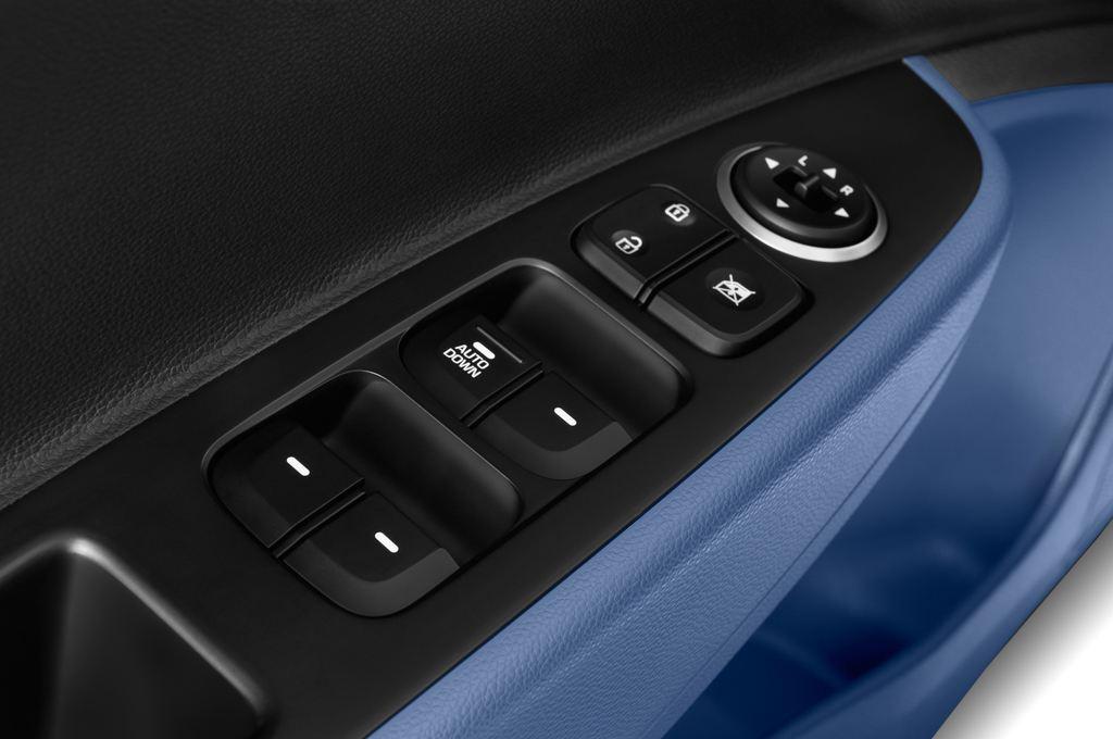 Hyundai i10 TREND Kleinwagen (2013 - heute) 5 Türen Bedienungselemente Tür