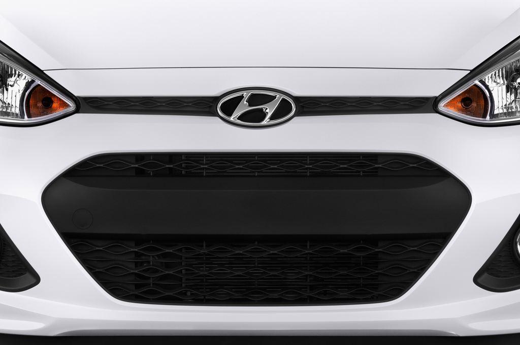 Hyundai i10 TREND Kleinwagen (2013 - heute) 5 Türen Kühlergrill und Scheinwerfer