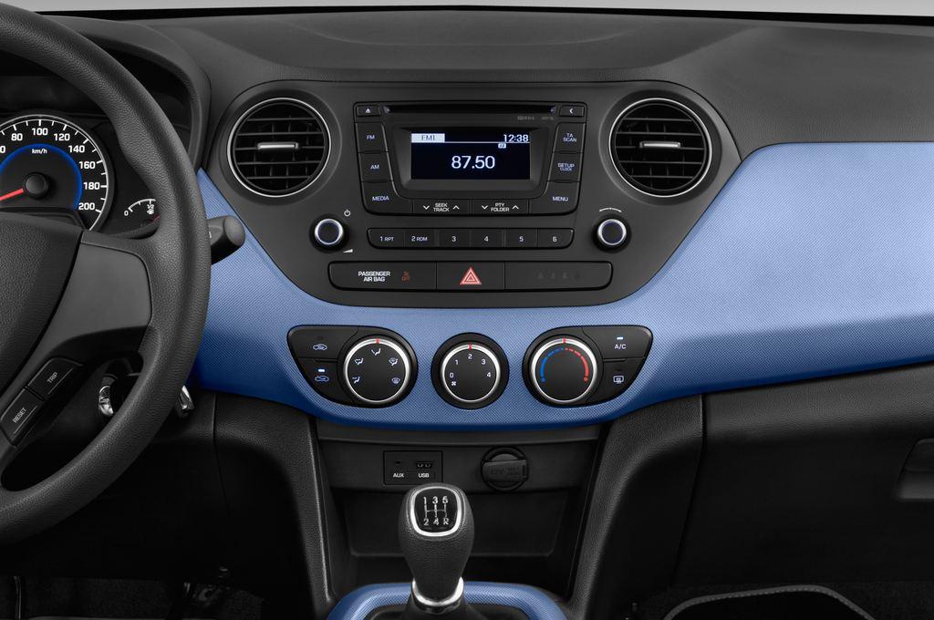 Hyundai i10 TREND Kleinwagen (2013 - heute) 5 Türen Mittelkonsole