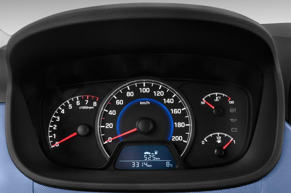 Hyundai i10 TREND Kleinwagen (2013 - heute) 5 Türen Tacho und Fahrerinstrumente