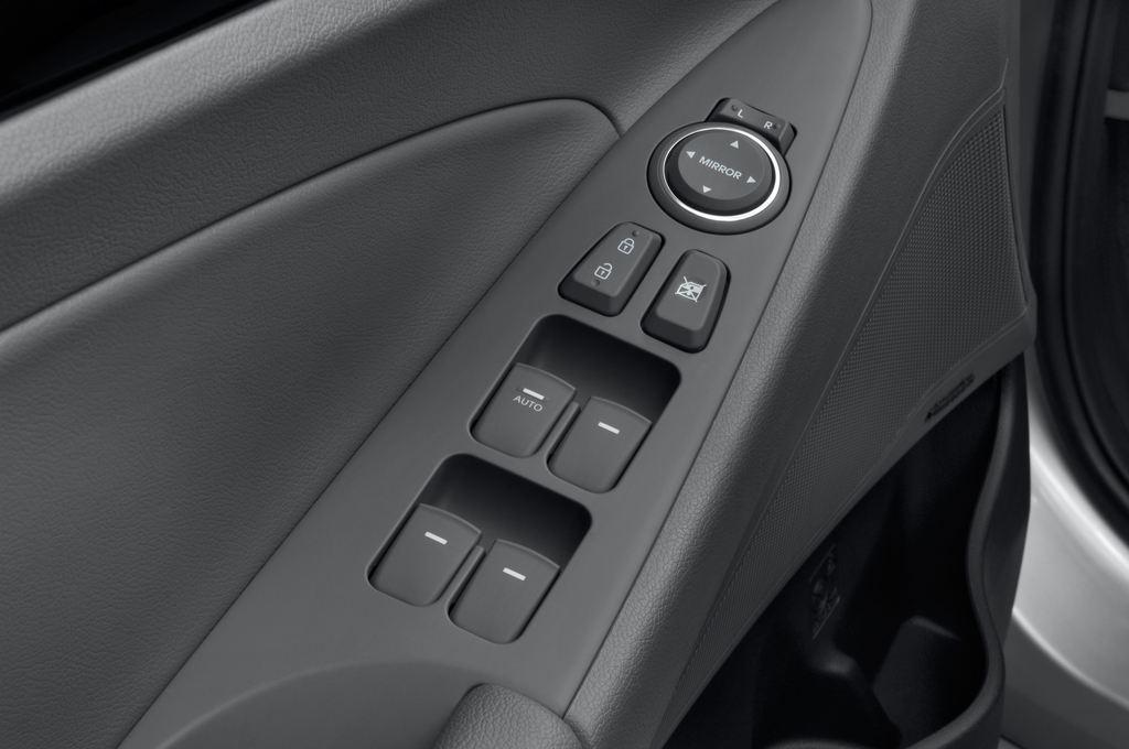 Hyundai Sonata Comfort Limousine (2005 - 2010) 4 Türen Bedienungselemente Tür