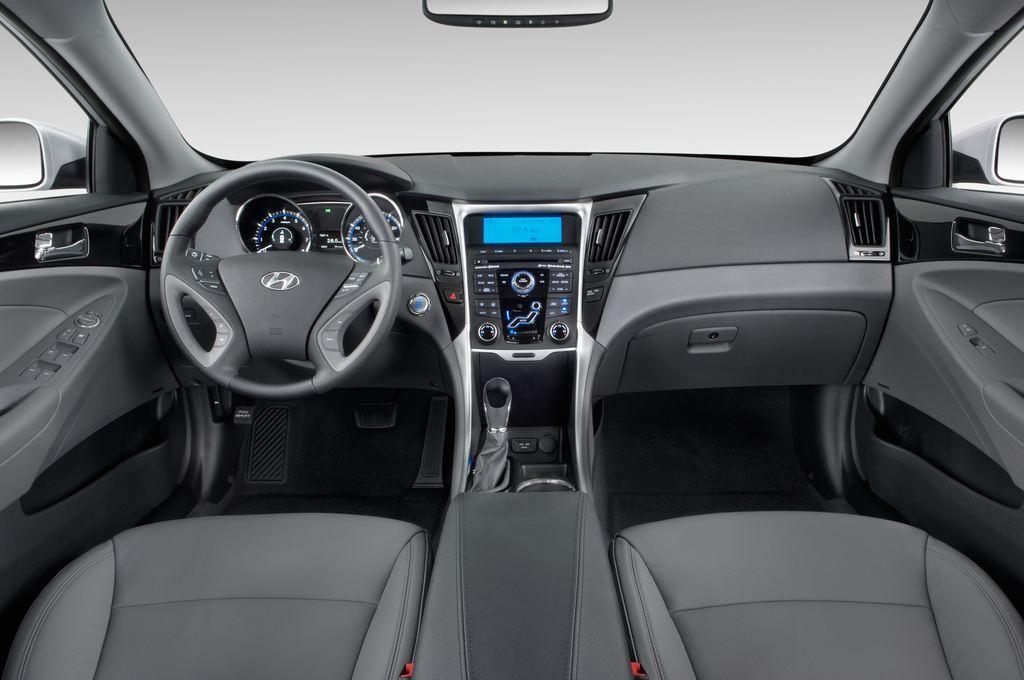 Hyundai Sonata Comfort Limousine (2005 - 2010) 4 Türen Cockpit und Innenraum